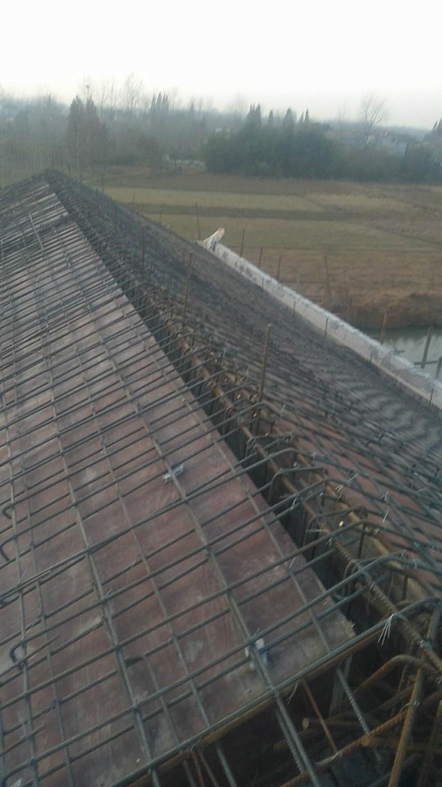 农村别墅现浇坡屋顶