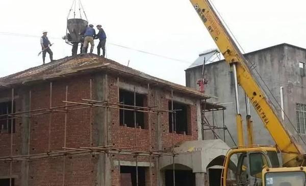 农村别墅坡屋顶浇筑