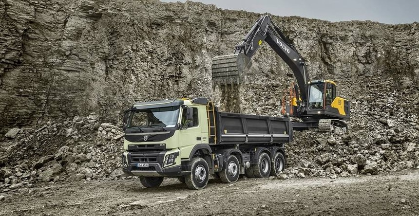 volvo-benefit-crawler-excavator-ec220hd-china-efficient-productivity-2324x1200.jpg