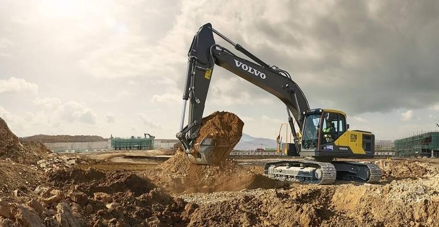 volvo-benefit-crawler-excavator-ec210hd-china-built-for-productivity-2324x1200.jpg