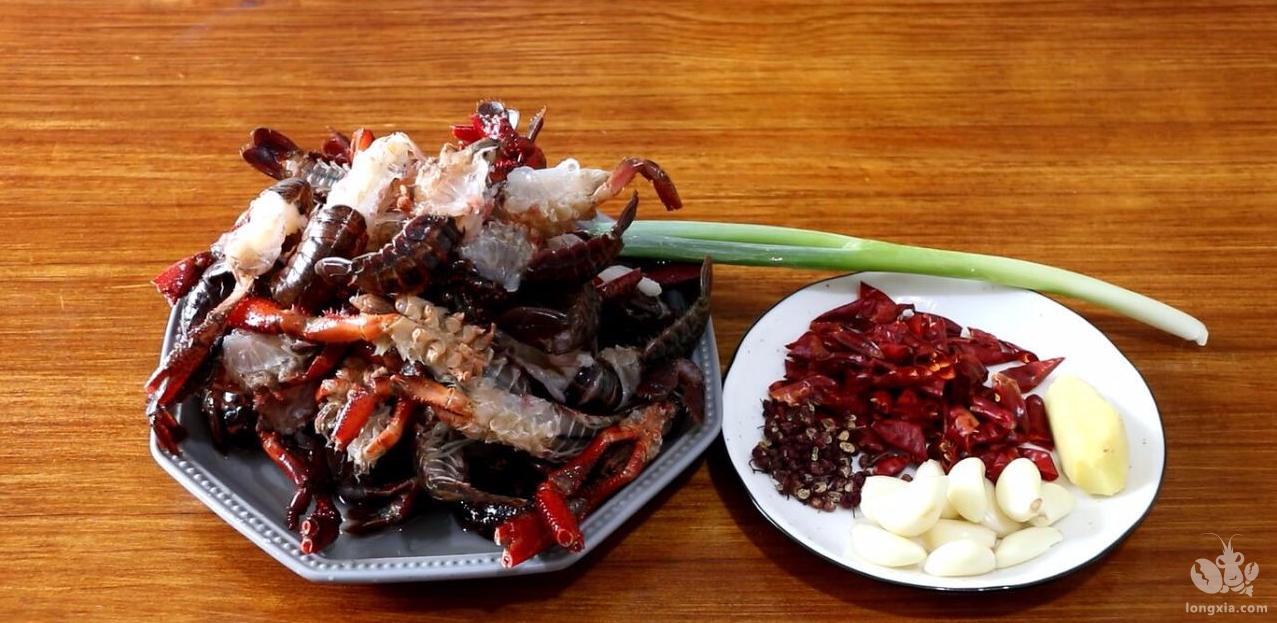 教你椒盐小龙虾的做法,比麻辣小龙虾吃着还香,好吃到吮指