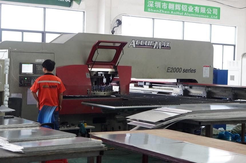 铭斯朗铝扣板生产设备2