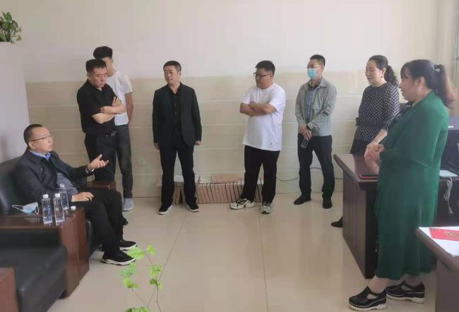在突泉县第一中学开展座谈.png