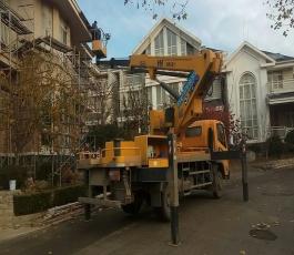 修建别墅顶层外沿