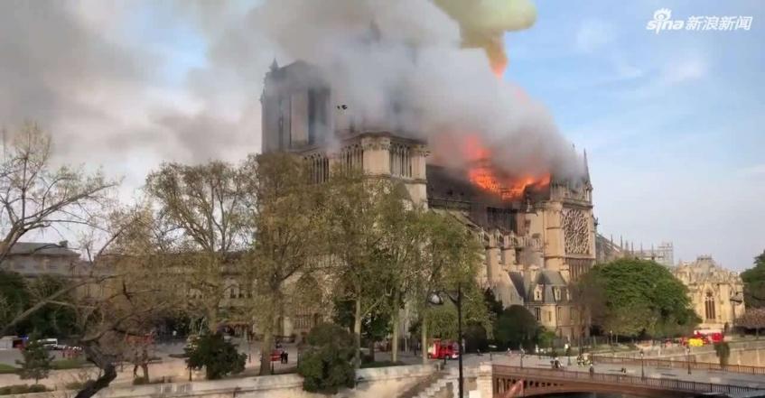 法国总统马克龙发表全国电视讲话:心如刀割,将众筹重建巴黎圣母院