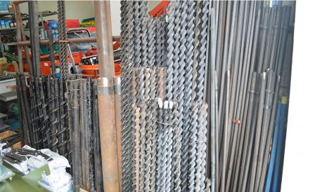 长征工矿南充南鑫机电城33栋5-13号公司5门市销售钻杆钻头