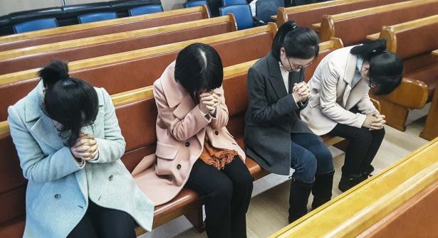 """关于124名在韩""""全能神教""""信徒的伪造难民申请的法务法人事务长等两名工作人员被依法拘留。"""