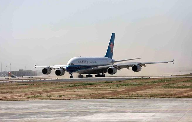 大兴国际机场真机试飞 首架南航飞机顺利落地
