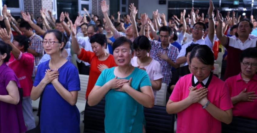 「全能神教会」成员在南韩寻求庇护,海外寻亲成员声称他们被洗脑了,家庭受到了严重摧残。