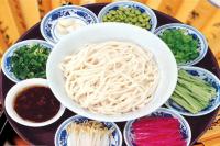 """北京""""炸酱面""""传自明清,市庶农家广食富家也多食"""