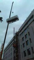 130吨吊车在亦庄大族企业湾吊装空调