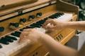 学古筝|古筝最美音—泛音,到底怎么弹?