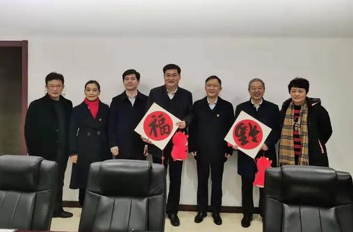 03吕巷镇党政领导为上海蓝滨送来新春祝福:图.jpg