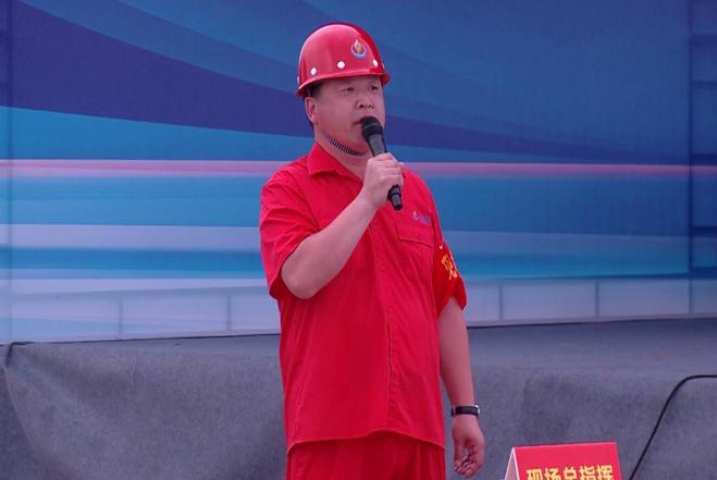 公司总经理助理张向阳担任现场总指挥.jpg