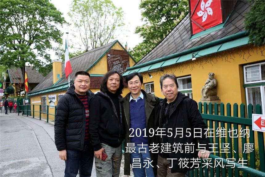 01a_19050504在维也纳最古老建筑前与王坚、廖昌永、丁筱芳采风写生.jpg