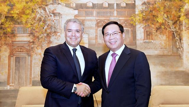 中共中央政治局委员、上海市委书记李强今天(7月29日)会见了哥伦比亚总统伊万·杜克·马克斯.jpg