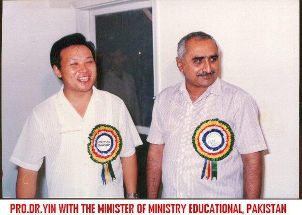 巴基斯坦教育部长一起参加新开张大学剪彩.jpg