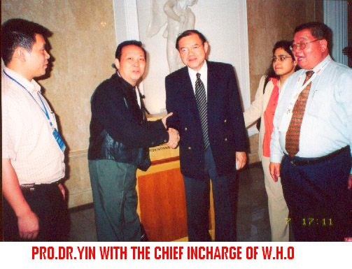 与WTO总干事MR.SUBACAI合影2001年.jpg