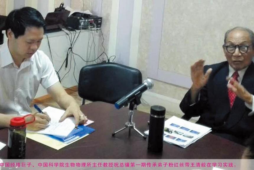 祝总骧教授为粉红丝带主任王清毅授课.jpg