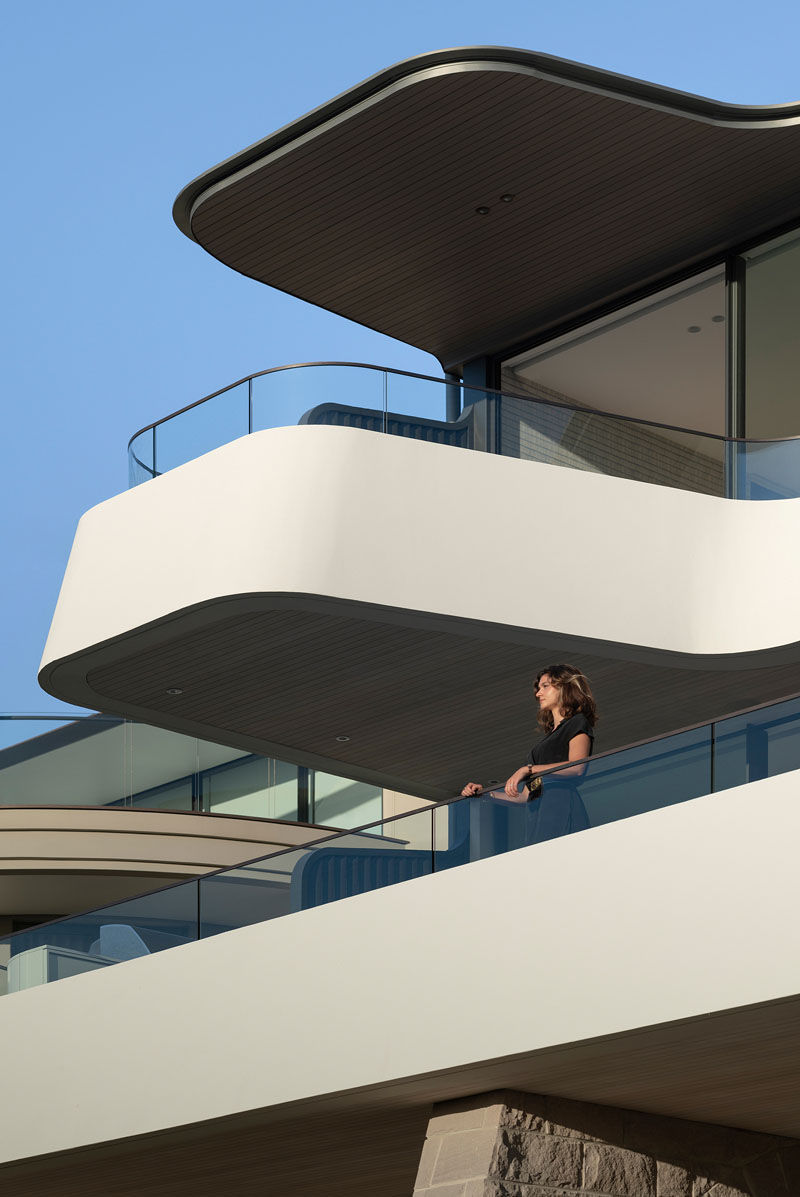 cantilevered-balcony-modern-architecture-170719-1252-08.jpg