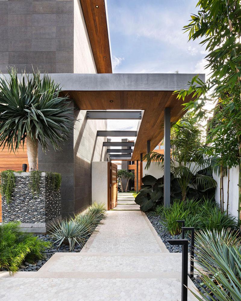 modern-landscaping-path-220719-1115-03.jpg