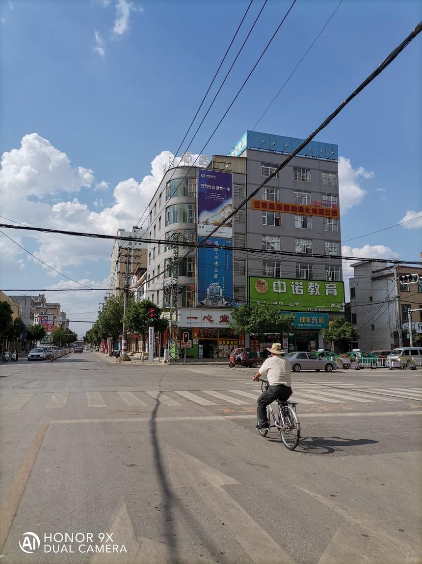 机关幼儿园红灯路口45.jpg
