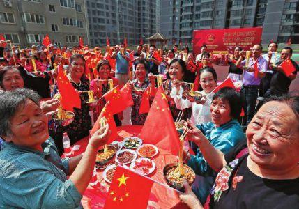 社区500人同吃国庆面 庆祝新中国成立70周年