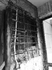 回迁房等了10年才交 业主:墙体、水管问题多