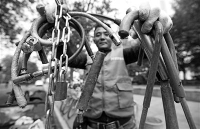 共享单车运维员3年剪掉私锁近3万把
