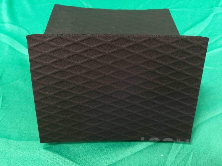 华美浮雕橡塑板