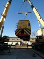 2台80吨吊车作业现场