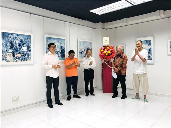 展览开幕现场1   新加坡著名收藏家,艺术赞助人,富商,建筑师Mr Daniel Teo,张东孝作为开幕式主宾并致词 .jpg