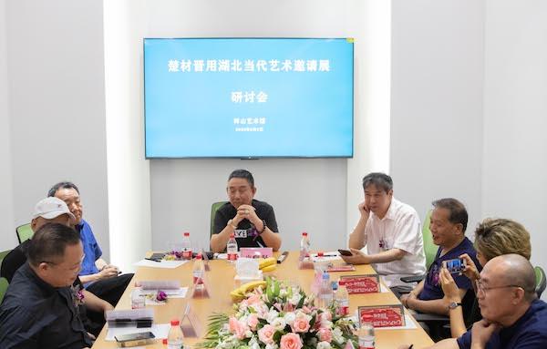 理论家皮道坚老师、王端廷老师、孙振华老师出席研讨会.jpg