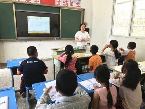(教育和体育局)中新小学校村校送教活动.jpg