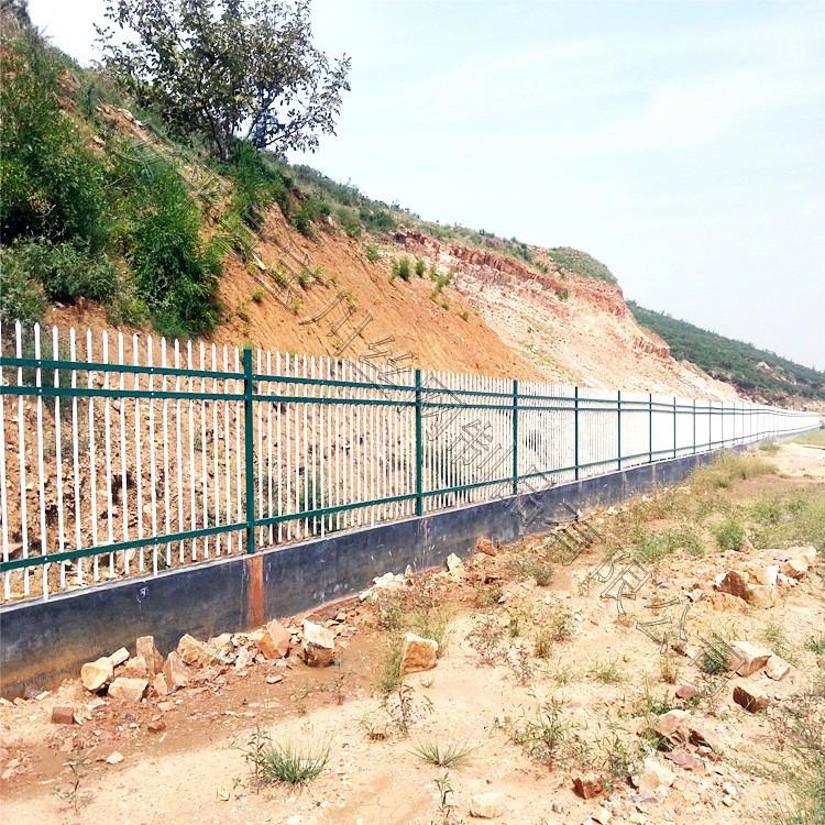 锌钢护栏安装时应注意的事项以及锌钢护栏如何安装_安平县宝川护栏厂家