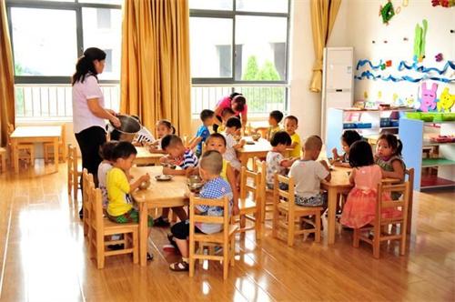 成都希望幼儿师范学校