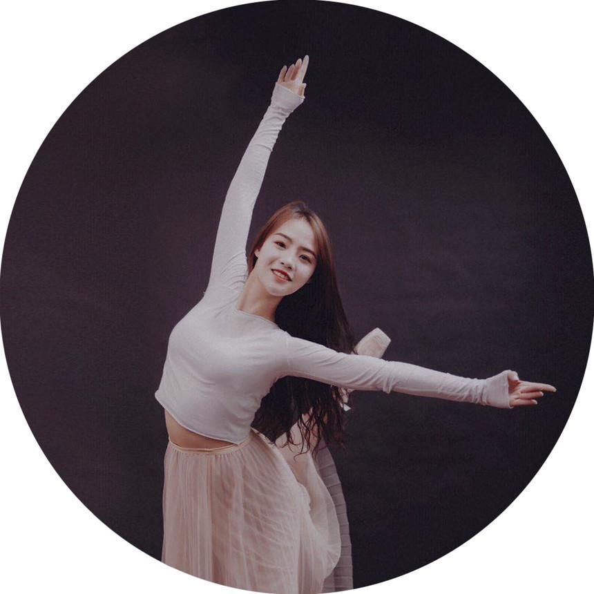 张曼菲舞蹈教师.jpg