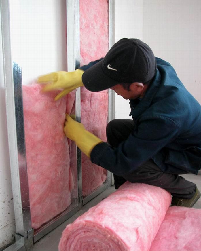 粉红色玻璃棉卷毡
