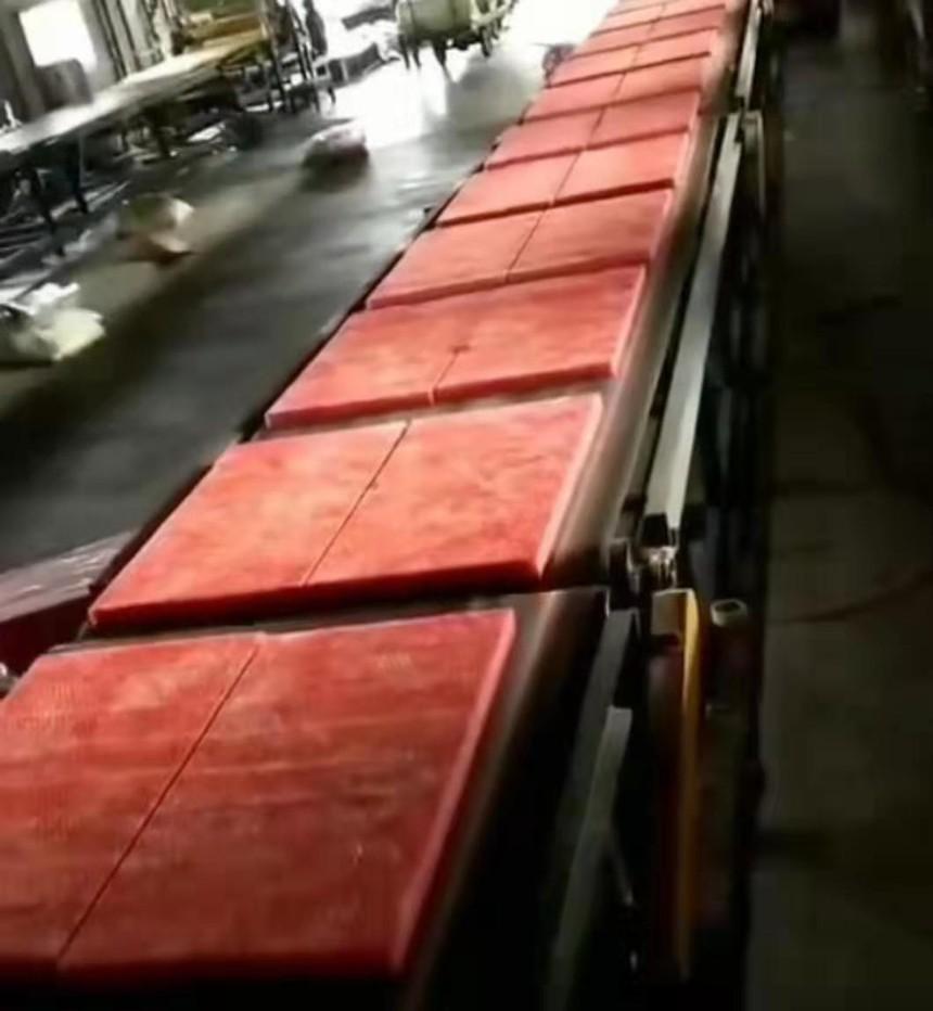 红色玻璃棉板