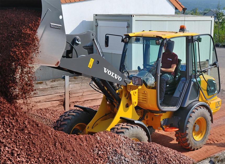 电动装载机铲土.jpg