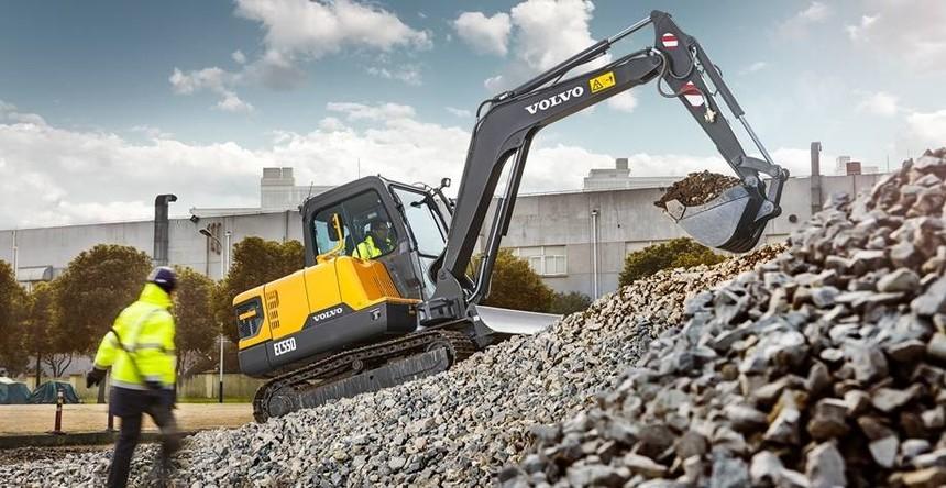 volvo-benefits-compact-excavator-ec55d-t3-power-to-perform-2324x1200.jpg