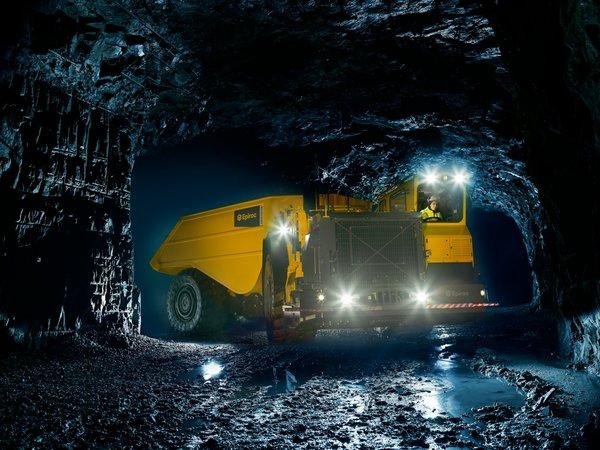 地下矿车.jpg