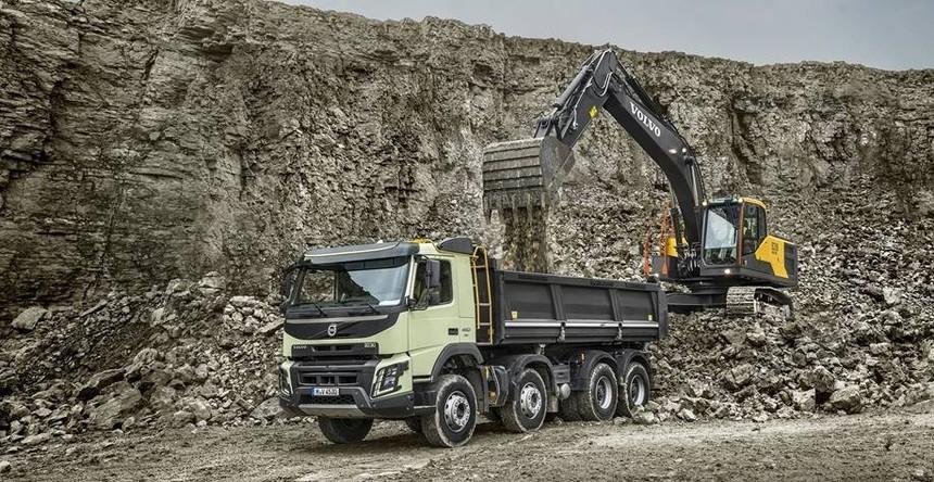 volvo-benefit-crawler-excavator-ec210hd-china-efficient-productivity-2324x1200.jpg