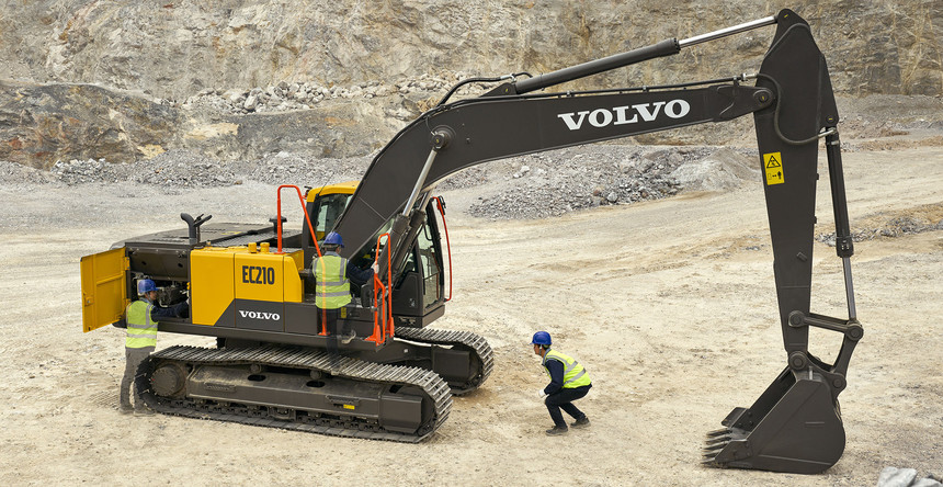 volvo-benefit-crawler-excavator-ec210-china-easy-servicing-2324x1200.jpg