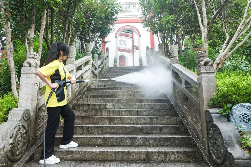 美女洗台阶 (2).jpeg