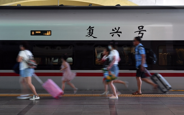 铁路暑运开启 全国铁路预计发送旅客7.2亿人次