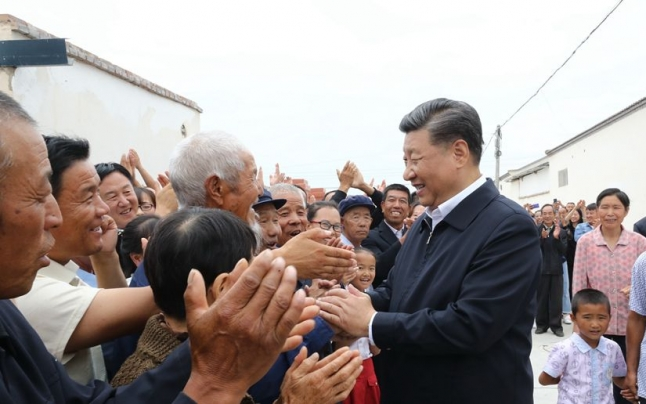 习近平考察甘肃省古浪县黄花滩生态移民区富民新村