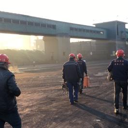 焦化厂大倾角挡边带式输送机安装现场