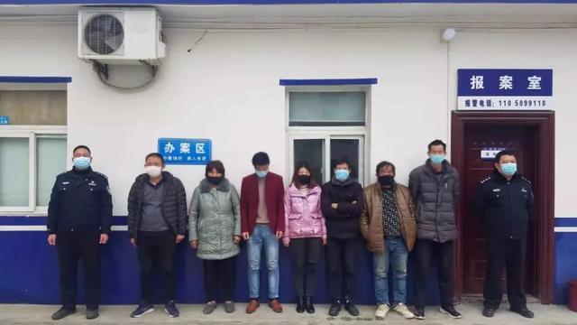 河南息县:白土店派出所抓获疫情期间聚众赌博人员