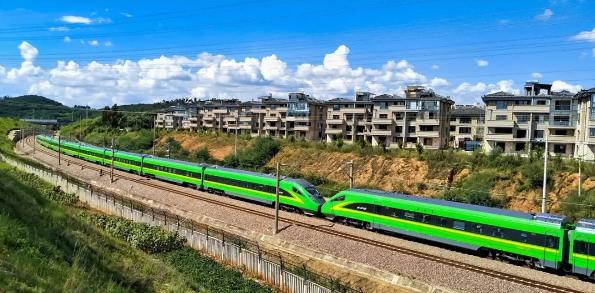 贵港市开展铁路沿线安全环境综合治理